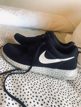 Nike Rosche Shoes