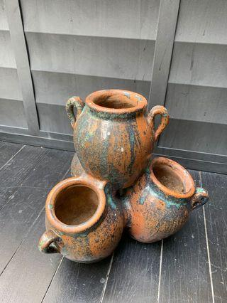 🚚 Stacked clay pot