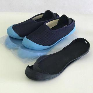 Mahabis summer slippers. Nora navy size 36 women's. Comes with 3 sets of soles (2 light blue and 1 black). Almost new.