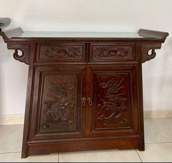🚚 Antique Table with glass top