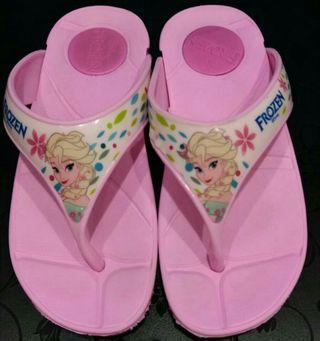🚚 #MRTPunggol Frozen Platform Slip-On for Girls