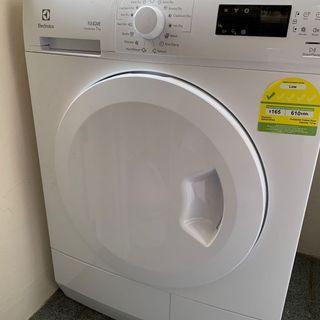 Dryer 7kg condenser, as new!