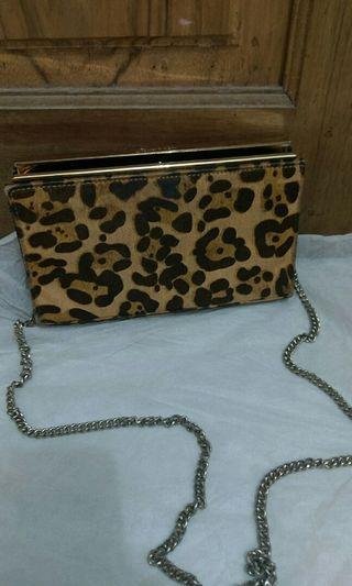charles n keith clutch leopard