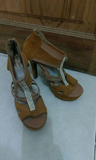 brown high heels bludru