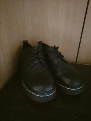 🚚 英倫經典小皮鞋/馬丁鞋 $120元便宜賣啦