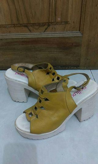 pollux yelloe high heels