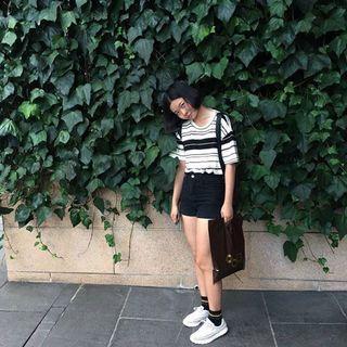 🚚 黑白條紋彈性上衣