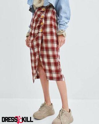 Red checked buttoned skirt