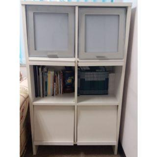 白色木書櫃