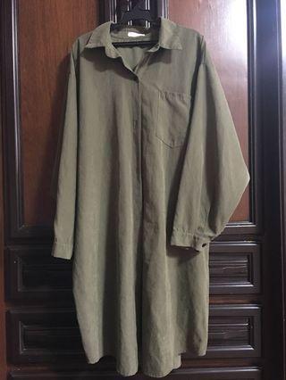 🚚 墨綠色長版薄襯衫外套