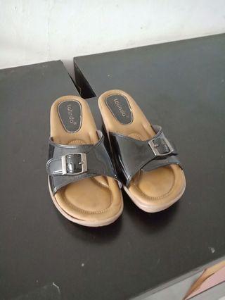 Sandal wedges empuk