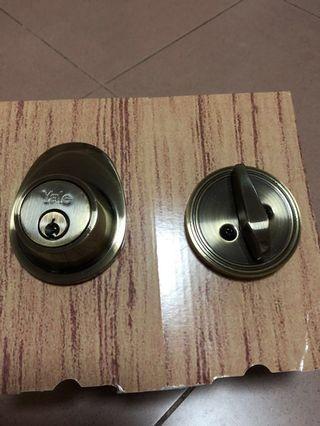 Yale Entrance Lock set (w/o handle)