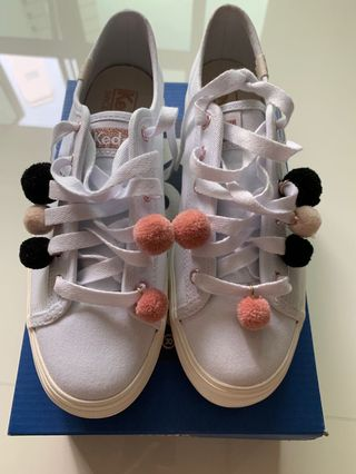 80d00a336c3 Brand New keds triple kick Pom Pom white