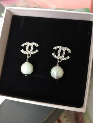 chanel shape earring