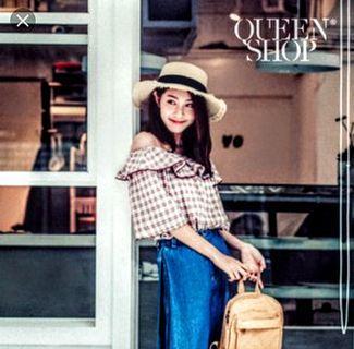 Queen shop一字領荷葉娃娃上衣