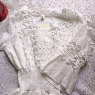 全新超美白色鏤空雕花刺繡設計顯氣質洋裝