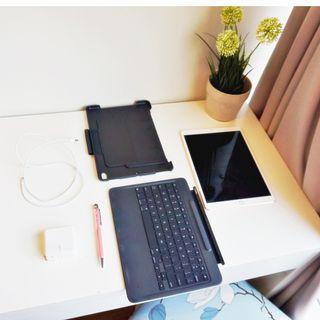 iPad Pro 10.5 256GB Rose Gold W/ Logitech Keyboard/Cover
