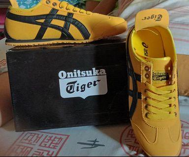 Brand new asics onitsuka tiger shoes yellow black EUR 42