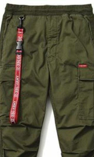 IZZUE ARMY 紅褲鎖匙帶 100%new (只有2 條紅繩)