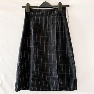 Grid Fold Button Skirt in Black (Ulzzang)