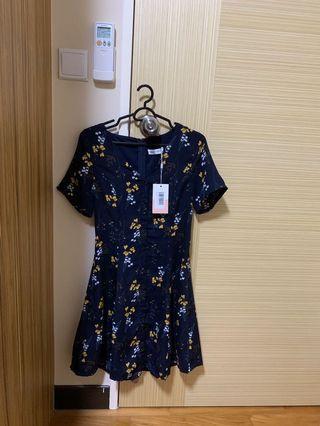 🚚 Merle Button Dress in Navy