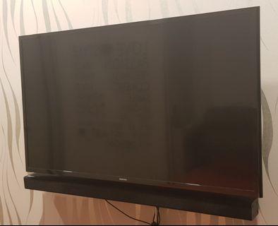 """Samsung TV 40"""" set, comes with soundbar"""