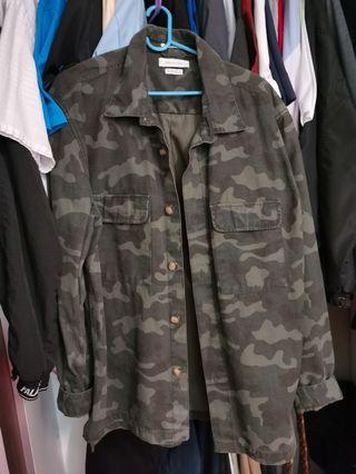 Urban outfitters camo jacket size M