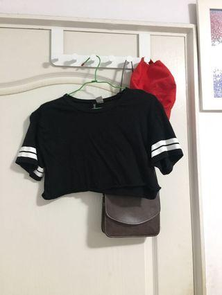 🚚 黑色短板上衣
