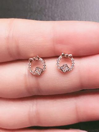 🚚 香港購回 純銀度金色耳環。無耳扣