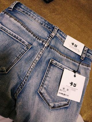 🏵️全新窄脚牛仔褲🏵️