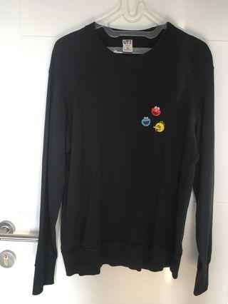 Sweater Uniqlo Kaws x Sesame Street