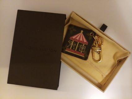 Louis Vuitton Merry-Go-Round Key Ring (LV 旋轉木馬紀念鎖匙扣)
