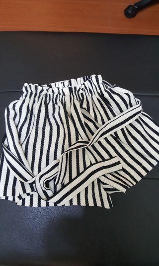 🚚 黑白條紋相間褲子