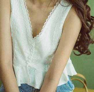 Shoplooh white v casual top