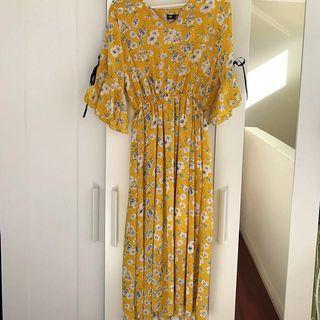 NEW- Pretty Floral Dress