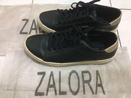 Sepatu hitam Zalora