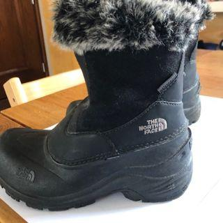 95% New North Face kids snow boots