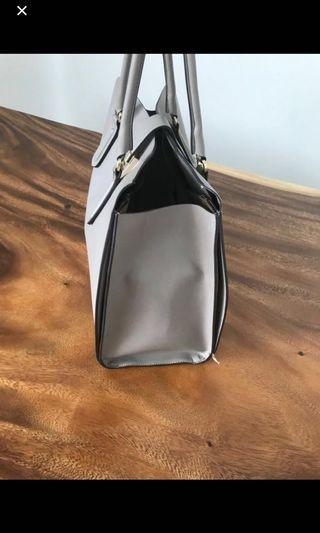 🚚 Furla genuine leather handbag
