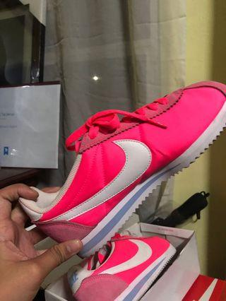 Womens Size 7 HOT PINK NIKE CORTEZ *Authentic*