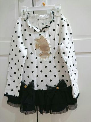 9成新 麗嬰房華麗宮廷風紗裙長袖上衣4T $359~質感超好超漂亮的上衣,小隻女孩兒也可以當洋裝,蝴蝶結造型配上米妮圖案更添可愛氣息