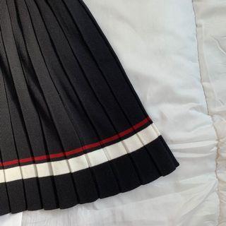 🚚 Black Pleated Skirt