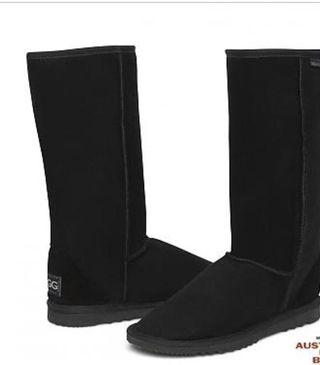 Wanted to buy womens ugg boots black pls