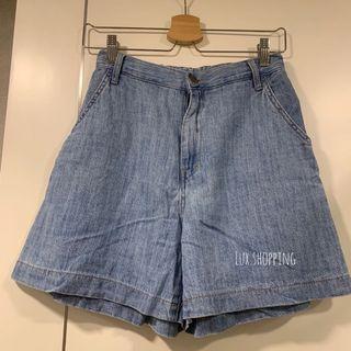 韓國🇰🇷 in a stone  買 原價399 橡筋腰 牛仔短褲 淺藍色 a cut  denim shorts 顯瘦 顯腿長 light blue denim jeans