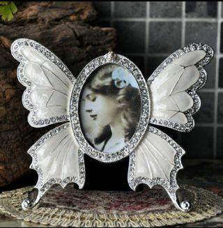"[100% NEW] 蝴蝶 相架 Rhinestone Decorated Ellipse Butterfly Design Vintage Metal Photo Frame Home Decor Picture Frame White 3""-5"