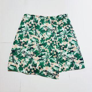 🚚 Floral skort (looks like skirt but shorts inside)
