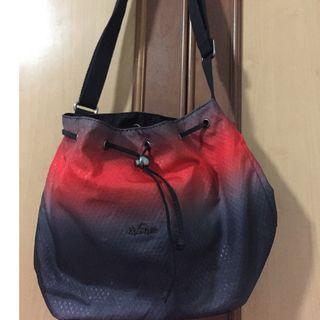 🚚 Kipling red gradient handbag