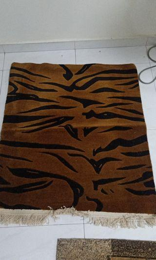 Tibetan Carpet 100% sheep's wool hand made from Tibet selling wholsell price size other