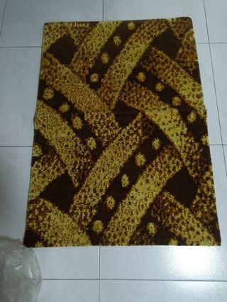 Small Carpet beautiful color & fine work 100% wool from Tibet hand made