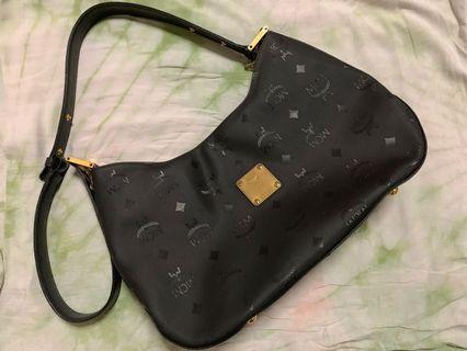 🚚 MCM Sling bag
