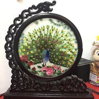 大陸蘇州刺繡 牡丹花 孔雀開屏 雙面刺繡 桌面屏風台 擺(附木頭坐台)